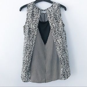 Versiona vertical strip black and white top